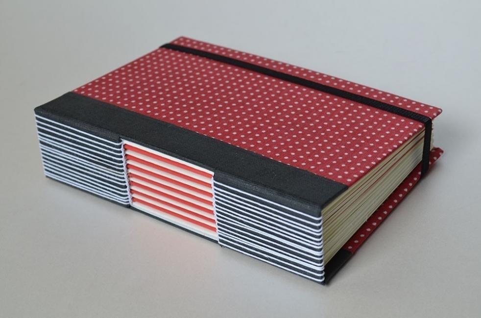 Cómo hacer un cuaderno con costura de ojal- opciones de diseño