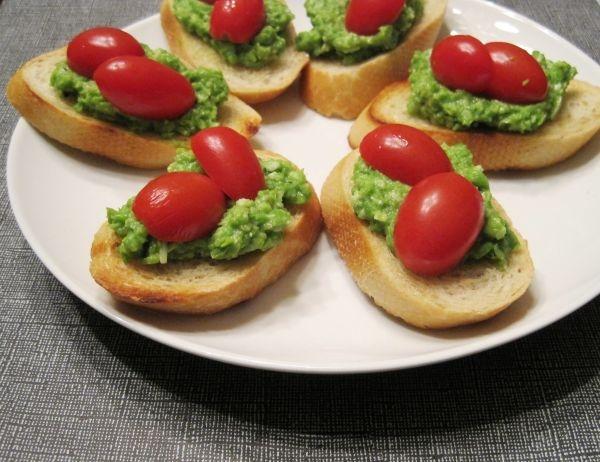 pea-pesto-crostini