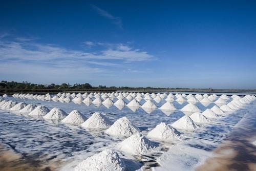 Montañas de sal en el mar