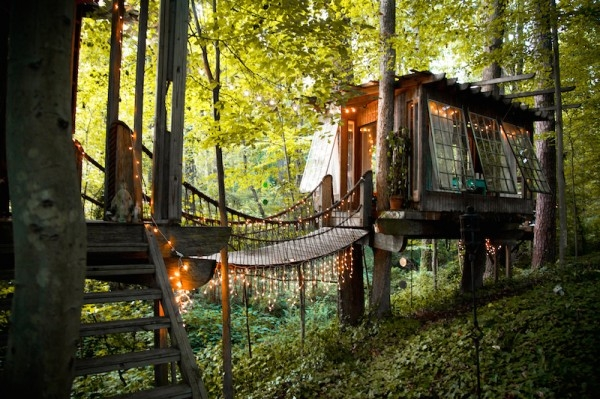 Peter_Bahouth_Treehouse_01-600x399